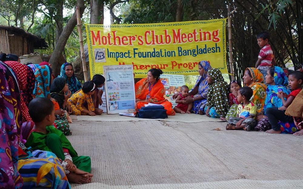 På de månedlig møtene blir kvinnene opplært i viktige temaer som helse, kosthold, ernæring og kvinners rettigheter.