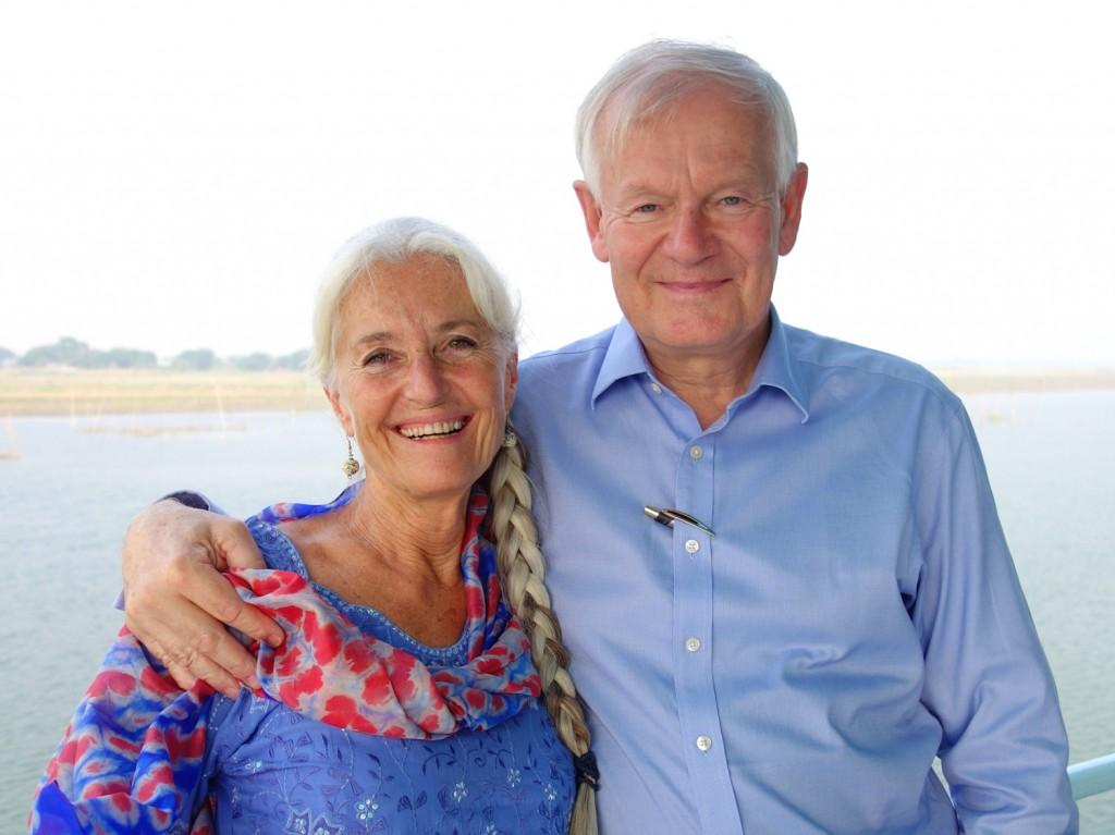 Peter Daae sammen med sin kone Elisabeth Hygen Daae på prosjektbesøk på sykehusbåten Jibon Tari I Bangladesh